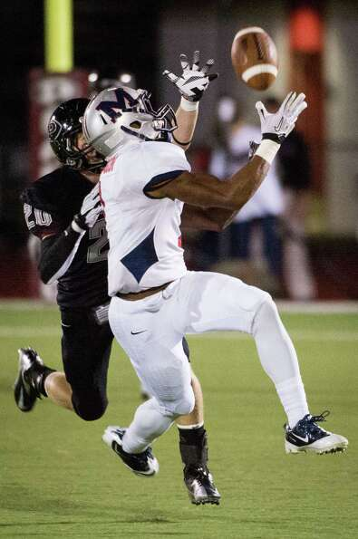 Manvel wide receiver Carlos Thompson (1) reaches for a pass as Pearland defensive back Conner Chides