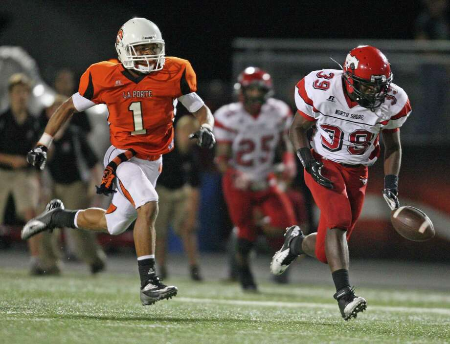 With La Porte defensive back Victor Holmes (1) far behind, North Shore running back Herbert Hunter (39) drops a sure-touchdown reception during the second half of a high school football game, Friday, November 2, 2012 at Bulldog Stadium in La Porte, TX. Photo: Eric Christian Smith, For The Chronicle