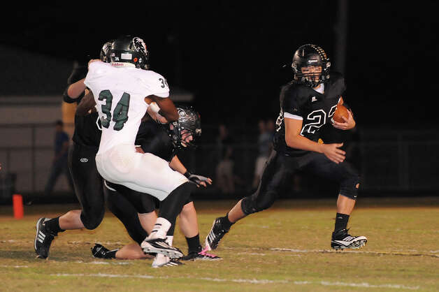 Vidor Pirates #23, Montana Quirante, dodges a tackle by Livingston Lions #34, Brian Jackson. Photo Courtesy Drew Loker. Photo: Drew Loker