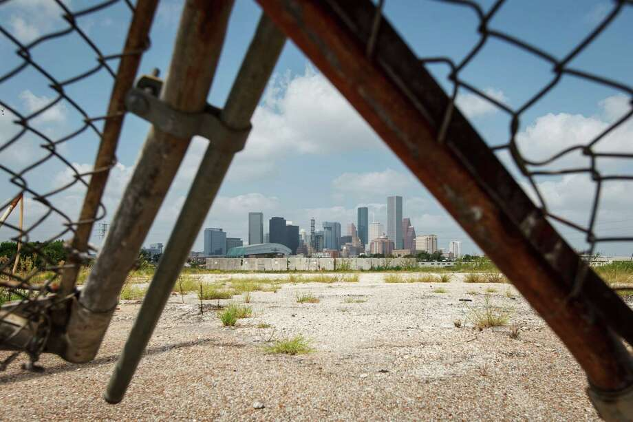 This mostly vacant tract, put up for sale by construction company KBR, is under contract to a buyer. Photo: Michael Paulsen, Staff / © 2012 Houston Chronicle