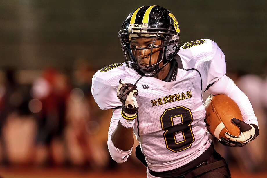 Brennan's Nathaniel Wells Jr. takes off for a nice gain during the fourth quarter of their game with Jefferson at Alamo Stadium on Nov. 2, 2012.  Brennan won the game 14-0.  MARVIN PFEIFFER/ mpfeiffer@express-news.net Photo: MARVIN PFEIFFER, Express-News / Express-News 2012