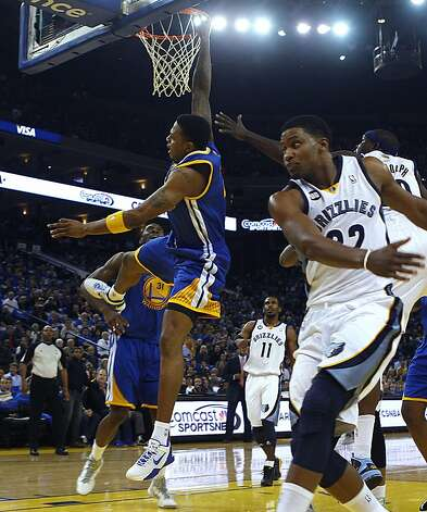 Warriors Brandon Rush hurts his knee during the first half as the Golden State Warriors play the Memphis Grizzlies at Oracle arena in Oakland, Calif.,  on Friday, November 2, 2012. Photo: Liz Hafalia, The Chronicle