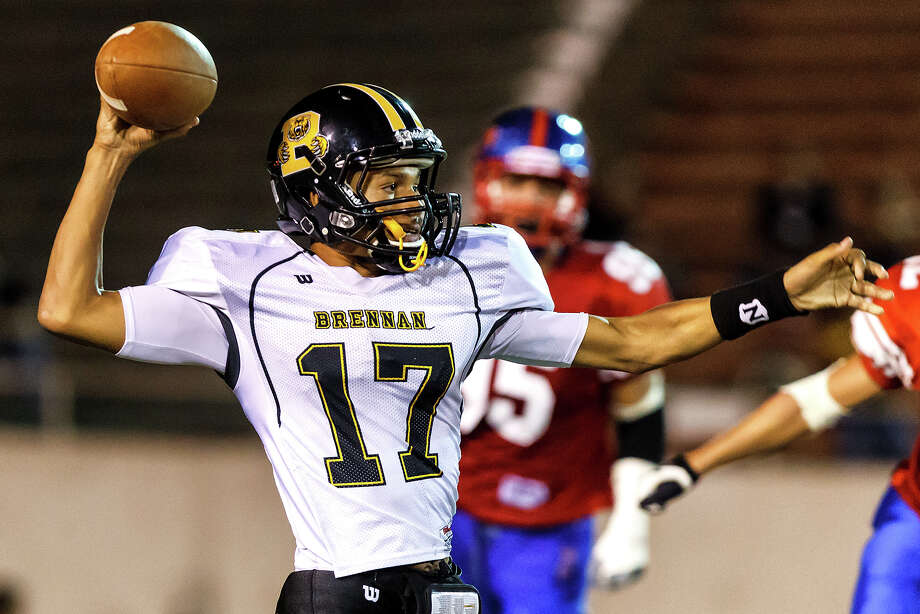 Brennan quarterback Da'Shawn Key looks for a receiver during the fourth quarter of their game with Jefferson at Alamo Stadium on Nov. 2, 2012.  Brennan won the game 14-0.  MARVIN PFEIFFER/ mpfeiffer@express-news.net Photo: MARVIN PFEIFFER, Express-News / Express-News 2012
