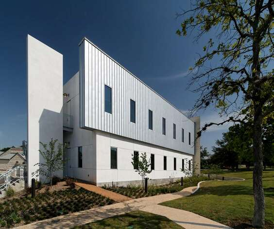 Clarity Child Guidance Center: Recipient of the 2012 Citation Award. San Antonio. Owner: Clarity Child Guidance Center. Architect: Marmon Mok Architecture. Contractor: Keller Martin Construction. Consultants: Pape-Dawson Engineers – Civil, R.B. Tarrillion – MEP, Danysh & Associates – Structural, Marmon Mok – Interior Design, Laffon Associates – Landscape Architecture. Photographer: Dror Baldinger, AIA LEED AP. Photo: Courtesy Photo