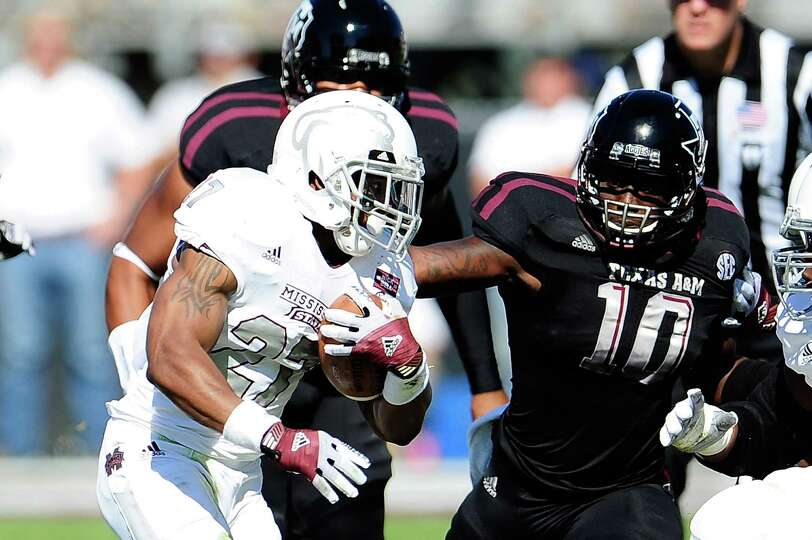 Sean Porter #10 of the Texas A&M Aggies pursues LaDarius Perkins #27 of the Mississippi State Bulldo