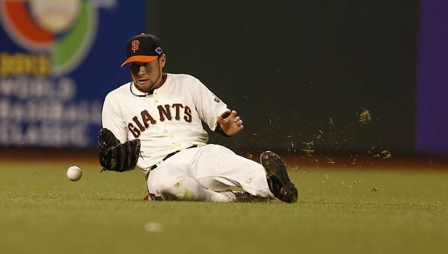 Giants' left fielder Gregor Blanco commits an error in the 7th inning during game 6 of the NLCS at AT&T Park on Sunday, Oct. 21, 2012 in San Francisco, Calif. Photo: Michael Macor, The Chronicle