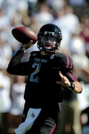 Johnny Manziel #2 of the Texas A&M Aggies drops back to pass against the Mississippi State Bulldogs. Photo: Stacy Revere, Getty Images / 2012 Getty Images
