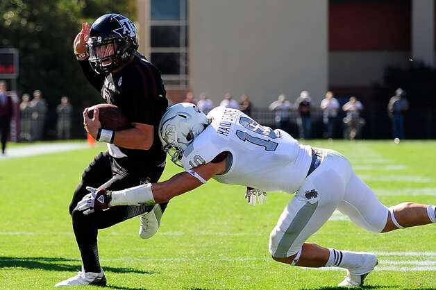 Johnny Manziel #2 of the Texas A&M Aggies avoids a tackle by Cameron Lawrence #10 of the Mississippi State Bulldogs at Wade Davis Stadium on November 3, 2012 in Starkville, Mississippi. (Stacy Revere / Getty Images)