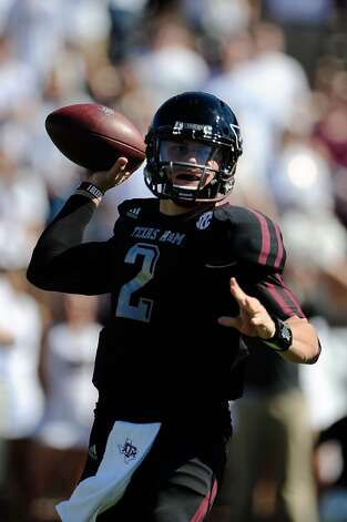 Johnny Manziel #2 of the Texas A&M Aggies drops back to pass against the Mississippi State Bulldogs at Wade Davis Stadium on November 3, 2012 in Starkville, Mississippi.  (Stacy Revere / Getty Images)