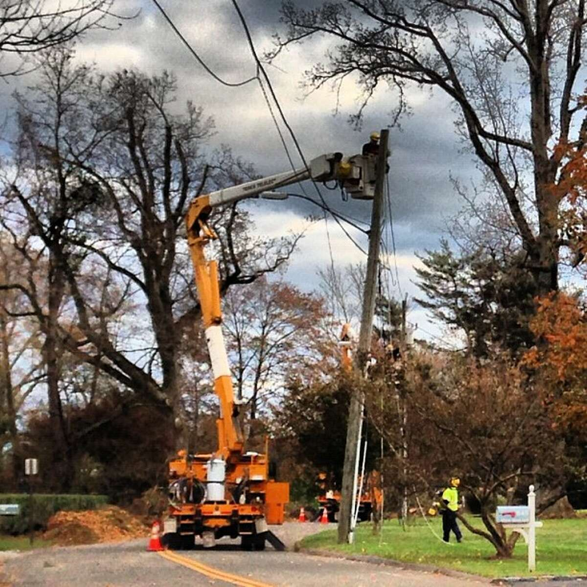 The Indiana crew is working in front of Gov. Malloy's old house in Stamford. (Photo by Kara Billhardt)