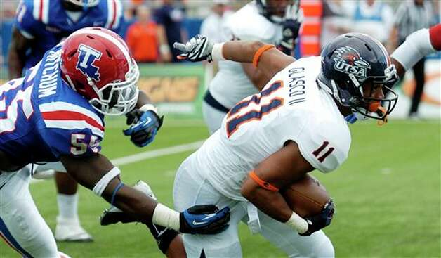 Louisiana Tech 51 - UTSA 27: Texas-San Antonio running back David Glasco II (11) escapes from Louisiana Tech linebacker Antonio Mitchum during an NCAA college football game in Ruston, La., Saturday, Nov. 3, 2012.  Photo: Kita Wright, AP / FR156206 AP