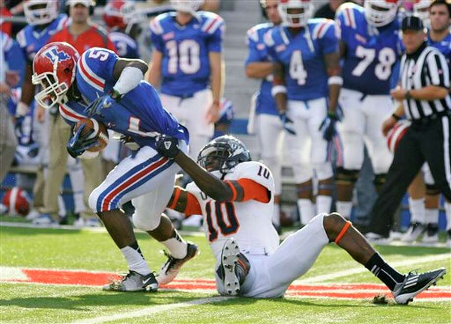 Texas-San Antonio safety Brian King (10) brings down Louisiana Tech wide receiver D.J. Banks (5) during an NCAA college football game in Ruston, La., Saturday, Nov. 3, 2012. (AP Photo/Kita Wright) Photo: Kita Wright, AP / FR156206 AP