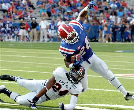 Louisiana Tech running back Kenneth Dixon (28) breaks a tackle by Texas-San Antonio cornerback Darrien Starling (24) during an NCAA college football game in Ruston, La., Saturday, Nov. 3, 2012. (AP Photo/Kita Wright) Photo: Kita Wright, AP / FR156206 AP