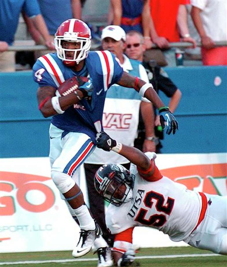 Louisiana Tech wide receiver Quinton Patton (4) shakes off Texas-San Antonio linebacker Blake Terry (52) during an NCAA college football game in Ruston, La., Saturday, Nov. 3, 2012. Louisiana Tech won 51-27. (AP Photo/Kita Wright) Photo: Kita Wright, AP / FR156206 AP