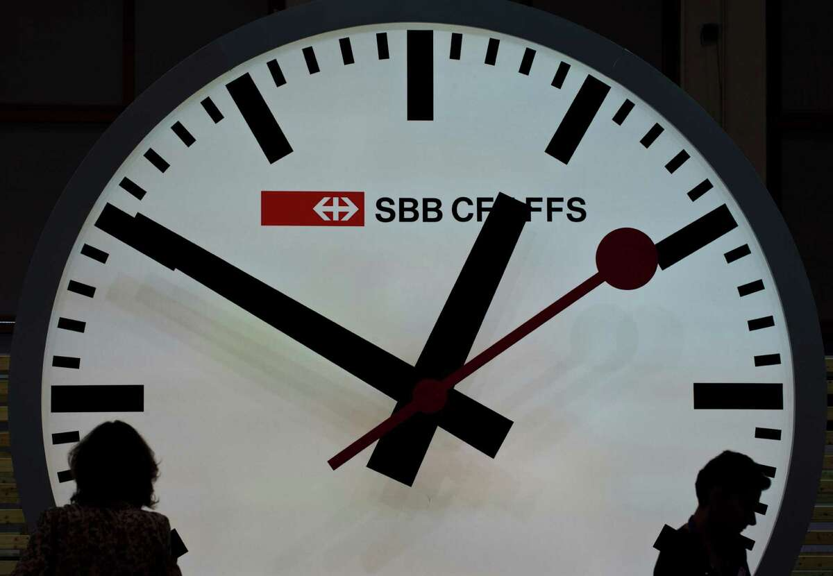 Spring ahead and Fall back: Daylight Saving Time ends at 2 a.m. Sunday, when clocks should have been turned back one hour. (Feel free to do so now. We?ll wait.) Here are some DST facts you should know.