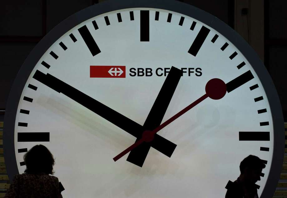 Spring ahead and Fall back: Daylight Saving Time ends at 2 a.m. Sunday, when clocks should have been turned back one hour. (Feel free to do so now. We?ll wait.) Here are some DST facts you should know. Photo: JOHN MACDOUGALL / COMPANY AFP