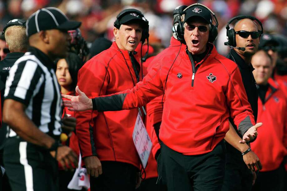 Tommy Tuberville's offensive line  coach at Tech, Chris Thomsen, spent last  week job hunting before joining  the Red Raiders for practice this week  at Rice Stadium. (AP Photo/Lubbock Avalanche-Journal,Stephen Spillman) Photo: Stephen Spillman, Associated Press / The Avalanche-Journal