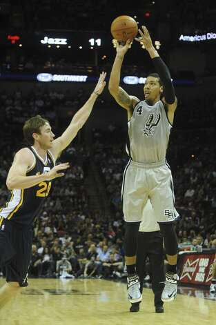 Danny Green of the San Antonio Spurs shoots and scores as Gordon Hayward of the Utah Jazz defends during first-half NBA action at the AT&T Center on Saturday, Nov. 3, 2012. (San Antonio Express-News)
