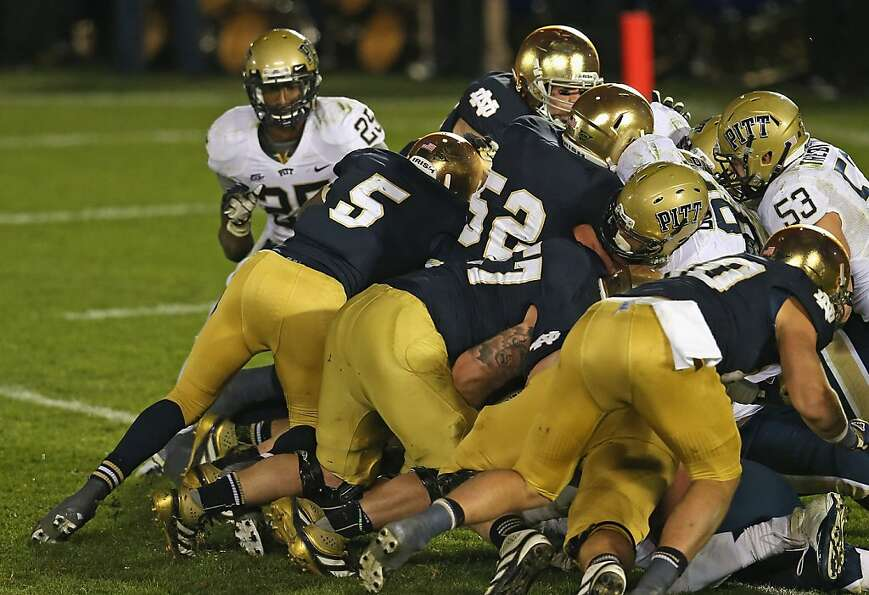 Everett Golson scores on a quarterback sneak to give Notre Dame a 29-26 win over Pittsburgh in tripl