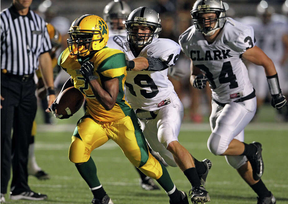 Huskies tailback Carrol Hunt heads for a touchdown after blowing through the middle as Holmes plays Clark at Gustafson Stadium on November 3, 2012. Photo: Tom Reel, Express-News / ©2012 San Antono Express-News