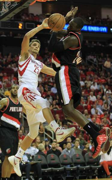 Houston's Chandler Parsons (25) dunks the ball over Portland's J.J. Hickson (21) during the first ha