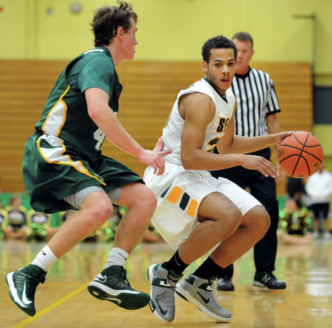 Siena's Chris Leppanen (20), right, works around Skidmore's Tanner Brooks (4) during their exhibition basketball game on Saturday, Nov. 3, 2012, at Siena College in Loudenville, N.Y. (Cindy Schultz / Times Union) Photo: Cindy Schultz / 00019935A