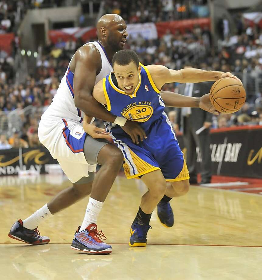 Los Angeles Clippers forward Lamar Odom, left, defends as Golden State Warriors guard Stephen Curry (30) drives to the basket in the first half of an NBA basketball game in Los Angeles on Saturday, Nov.  3, 2012. (AP Photo/Richard Hartog) , Photo: Richard Hartog, Associated Press