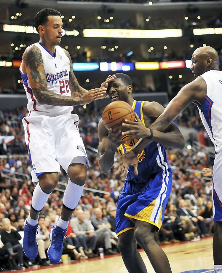 Los Angeles Clippers forward Matt Barnes, left, and forward Lamar Odom, right, defend as Golden State Warriors center Festus Ezeli drives to the basket in the first half of an NBA basketball game in Los Angeles on Saturday, Nov.  3, 2012. (AP Photo/Richard Hartog) , Photo: Richard Hartog, Associated Press