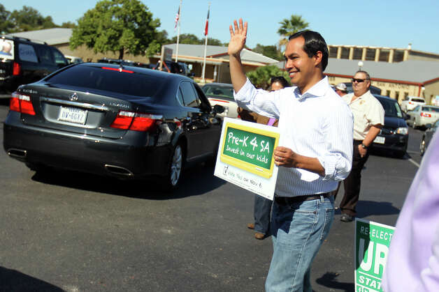 Editorial - Mayor Julian Castro campaigns for Pre-K for SA outside the Claude Black Center last year. Among the items belonging on the city's agenda for a newly elected City Council is rolling out this program effectively. (JENNIFER WHITNEY) Photo: JENNIFER WHITNEY, For The Express-News / © Jennifer Whitney