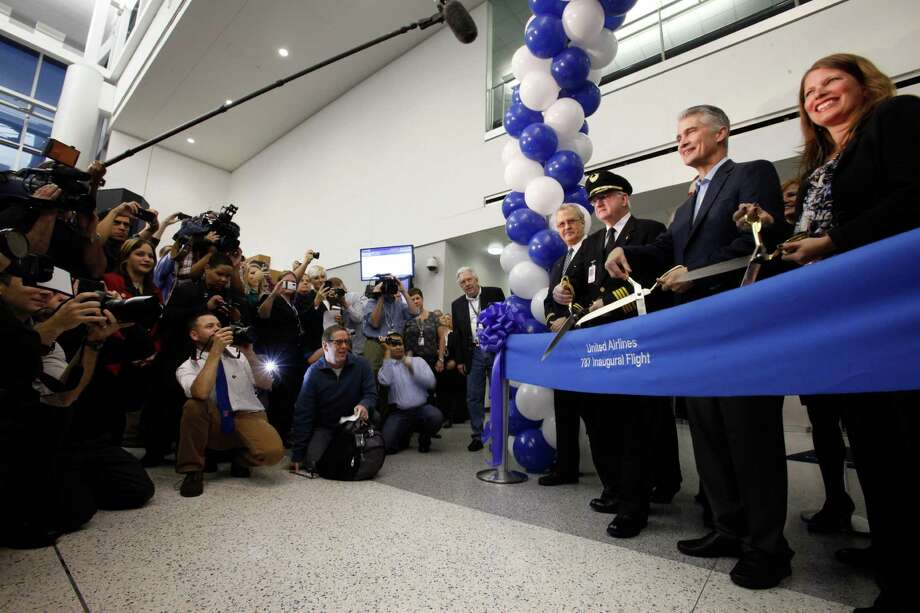 Jeff Smisek, CEO of United Airlines helps cut the ribbon for the inaugural flight of United's Boeing 787 before it flew its first scheduled commercial flight from Houston to Chicago, with more than 200 customers on board Nov. 4, 2012 in Houston at Bush International Airport. Photo: Eric Kayne / © 2012 Eric Kayne