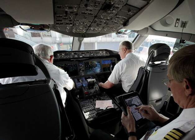 The flight deck of a United Airlines Boeing 787 Dreamliner after the plane arrived at O'Hare international Airport in Chicago, Sunday, Nov. 4, 2012. Photo: AP
