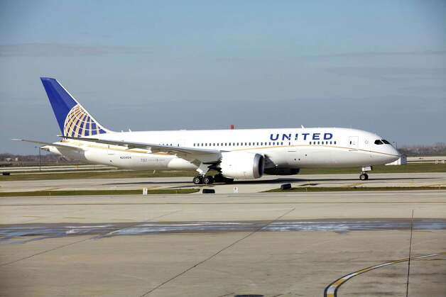 A United Airlines 787 Dreamliner arrives at O'Hare international Airport in Chicago, Sunday, Nov. 4, 2012, from Houston, after making United's inaugural 787 revenue flight. Photo: AP