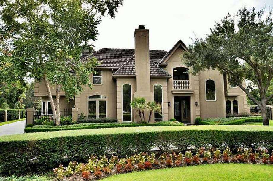 The property's lot has been expertly landscaped. Photo: Picasa, RE/MAX Of Texas