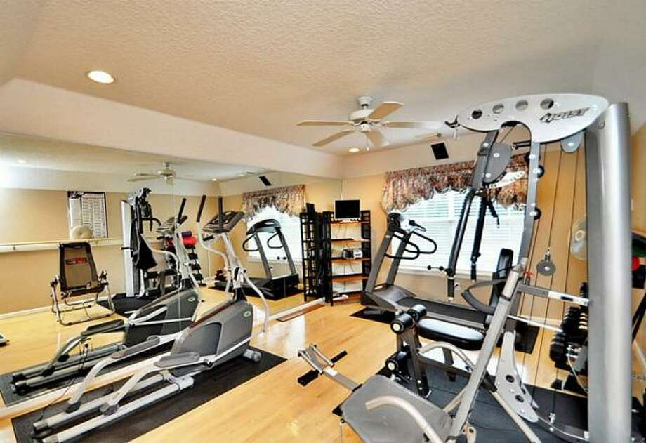 This room would make a perfect work out room or guest room. Photo: Picasa, RE/MAX Of Texas