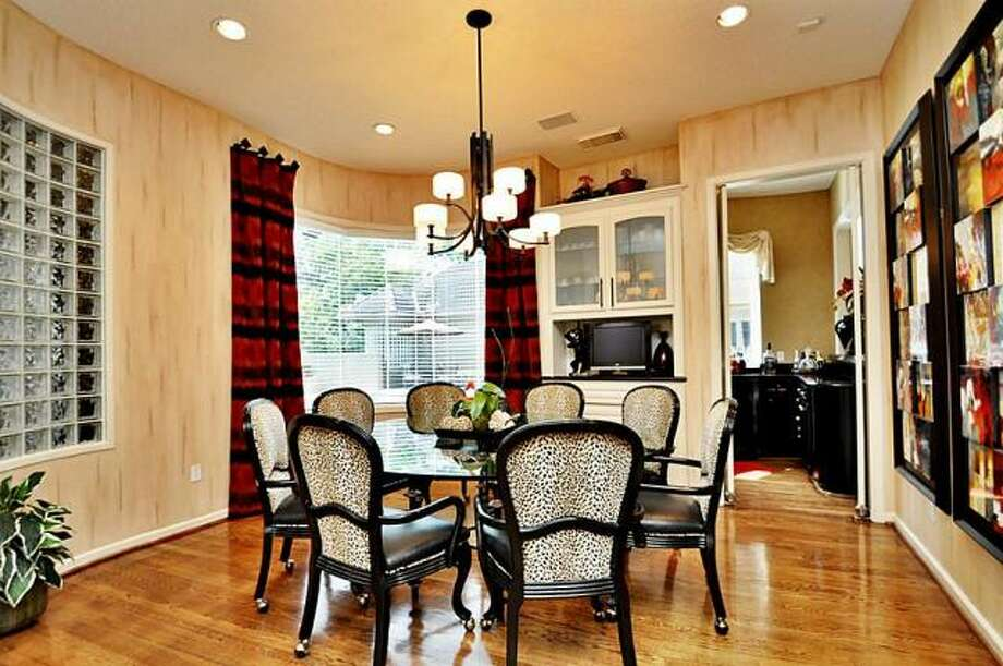 This eating space provides a more casual dining area. Photo: Picasa, RE/MAX Of Texas