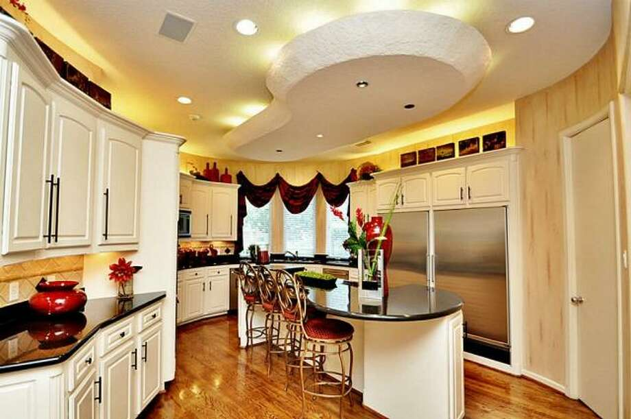The kitchen also has an eating space on the center island. Photo: Picasa, RE/MAX Of Texas