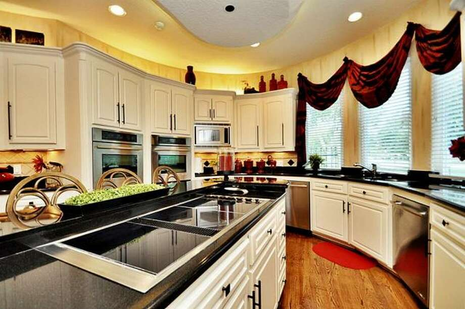 The kitchen is full of state-of-the-art appliances. Photo: Picasa, RE/MAX Of Texas
