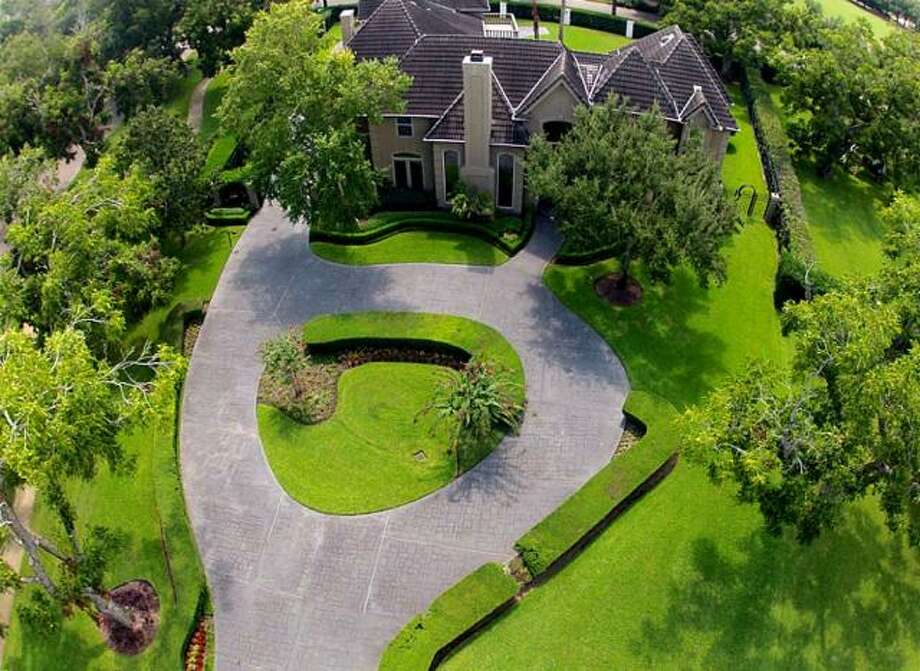 The property is surrounded by trees for added privacy. Photo: Picasa, RE/MAX Of Texas
