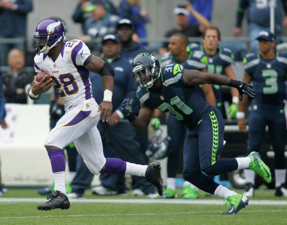 Minnesota Vikings' Adrian Peterson (28) breaks away past Seattle Seahawks' Kam Chancellor (31) for a 74-yard run during the first half of an NFL football game, Sunday, Nov. 4, 2012, in Seattle. Photo: AP