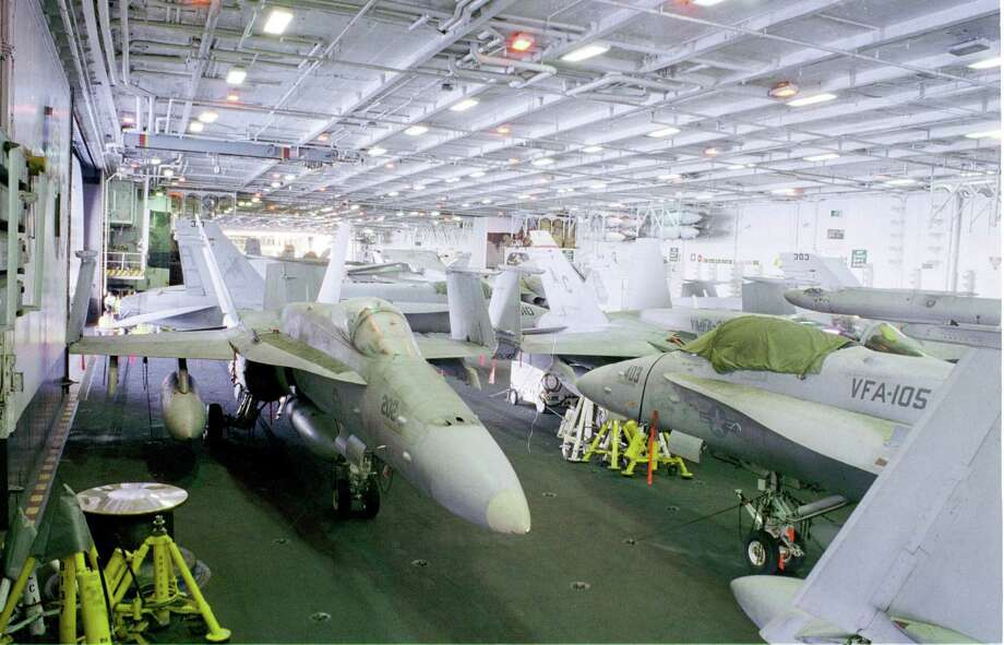 Aircraft fill a hangar of the USS Enterprise on Dec. 18, 1998. Photo: U.S. Navy, Getty Images / Getty Images North America