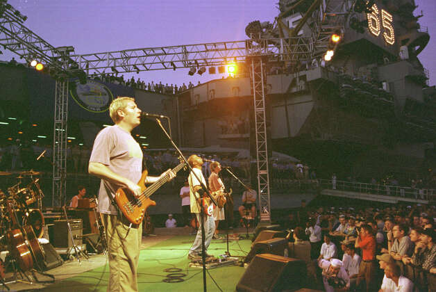 Rock Band Hootie And The Blowfish perform a USO-sponsored concert aboard the USS Enterprise in The Persian Gulf December 5, 1998. Photo: U.S. Navy, Getty Images / Getty Images North America