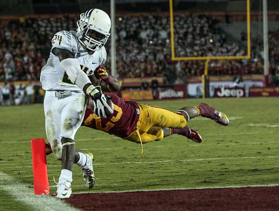 Kenjon Barner rolled through USC for 321 yards, five TDs; a week later, Oregon had seven TD passes. Photo: Bret Hartman, Associated Press