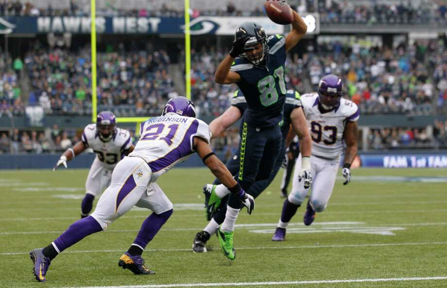 Seattle Seahawks' Golden Tate (81) avoids the tackle of Minnesota Vikings' Josh Robinson as he runs for a touchdown in the first half of an NFL football game, Sunday, Nov. 4, 2012, in Seattle. Photo: AP