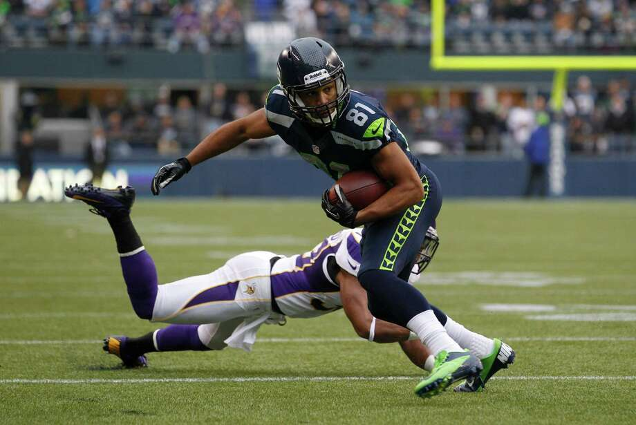 Seattle Seahawks' Golden Tate (81) avoids the tackle of Minnesota Vikings' Jamarca Sanford as he runs for a touchdown in the first half of an NFL football game, Sunday, Nov. 4, 2012, in Seattle. Photo: AP