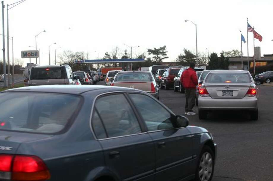 Cars, many from New Jersey and NewYork, wait in line for gas at a rest stop in Fairfield, Conn. on Sunday, November 4, 2012. (Photo: BK Angeletti, B.K. Angeletti / Connecticut Post freelance B.K. Angeletti  )