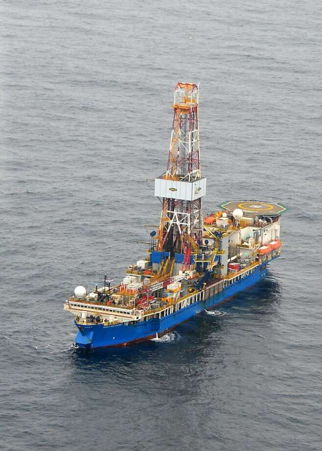 The drill ship Noble Discoverer bores an exploratory well in the Chukchi Sea north of Alaska above the Arctic Circle. Photo: Jennifer A. Dlouhy, Houston Chronicle