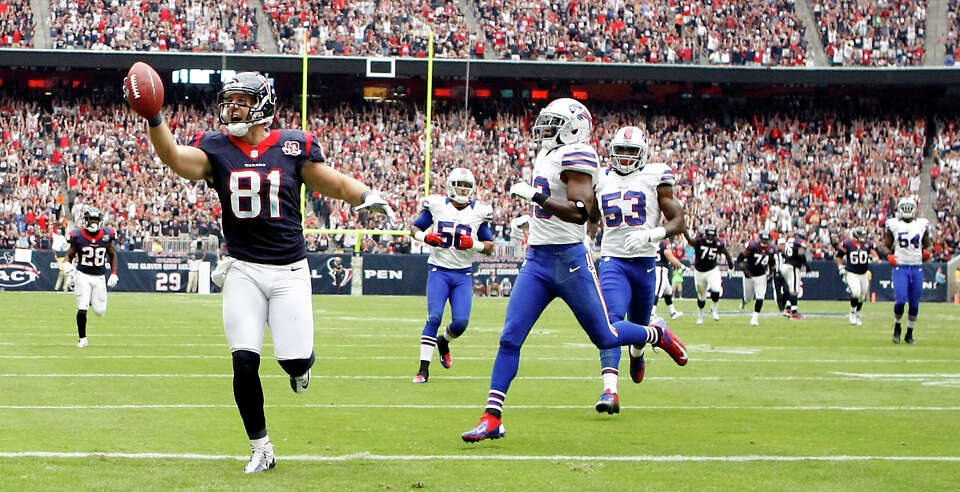 Texans tight end Owen Daniels (81) scores on a 39-yard pass against the Buffalo Bills during the fir