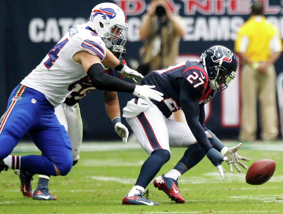 Texans defensive back Quintin Demps (27) runs in front of Bills tight end Scott Chandler (84) to pick up up a fumble by Bills quarterback Ryan Fitzpatrick during the fourth quarter. Photo: Brett Coomer, Houston Chronicle / © 2012  Houston Chronicle
