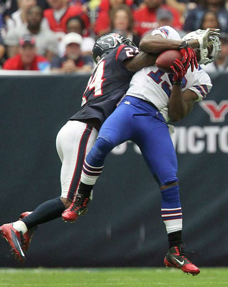 Bills receiver Donald Jones (19) makes a catch against the defense of Texans cornerback Johnathan Joseph (24) during the second quarter. Photo: Karen Warren, Houston Chronicle / © 2012  Houston Chronicle