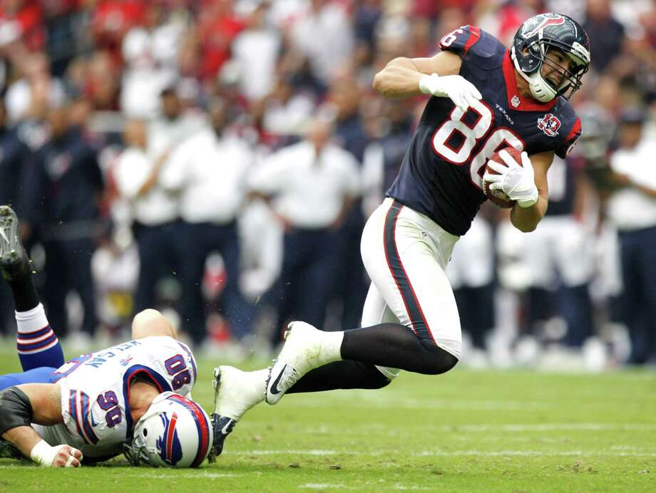 Texans fullback James Casey (86) breaks away from Bills defensive end Chris Kelsay (90) on a reception during the second quarter. Photo: Brett Coomer, Houston Chronicle / © 2012  Houston Chronicle